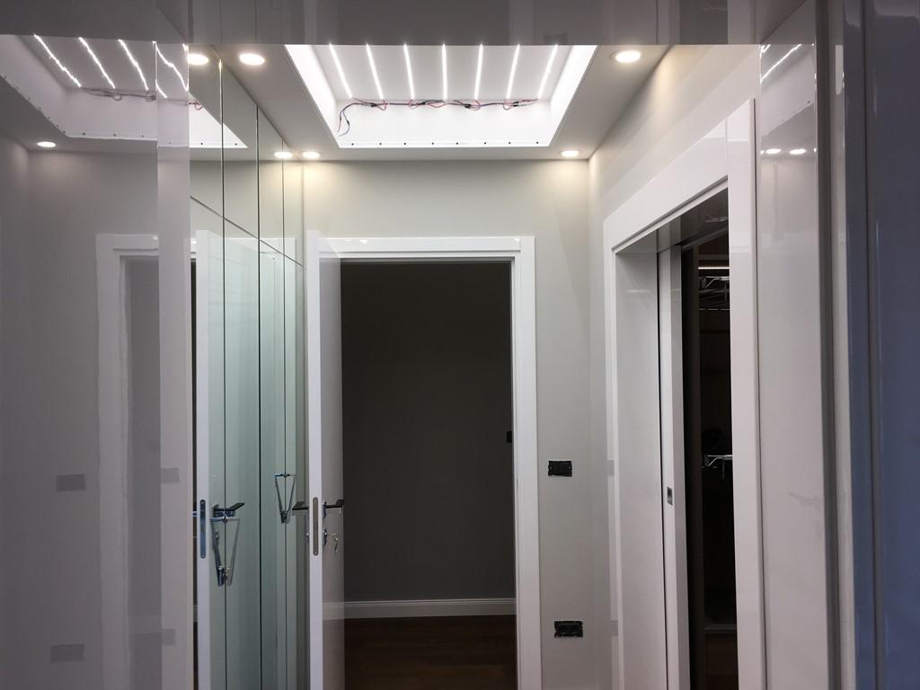 Монтаж на опънат таван с предварително поставени LED пури